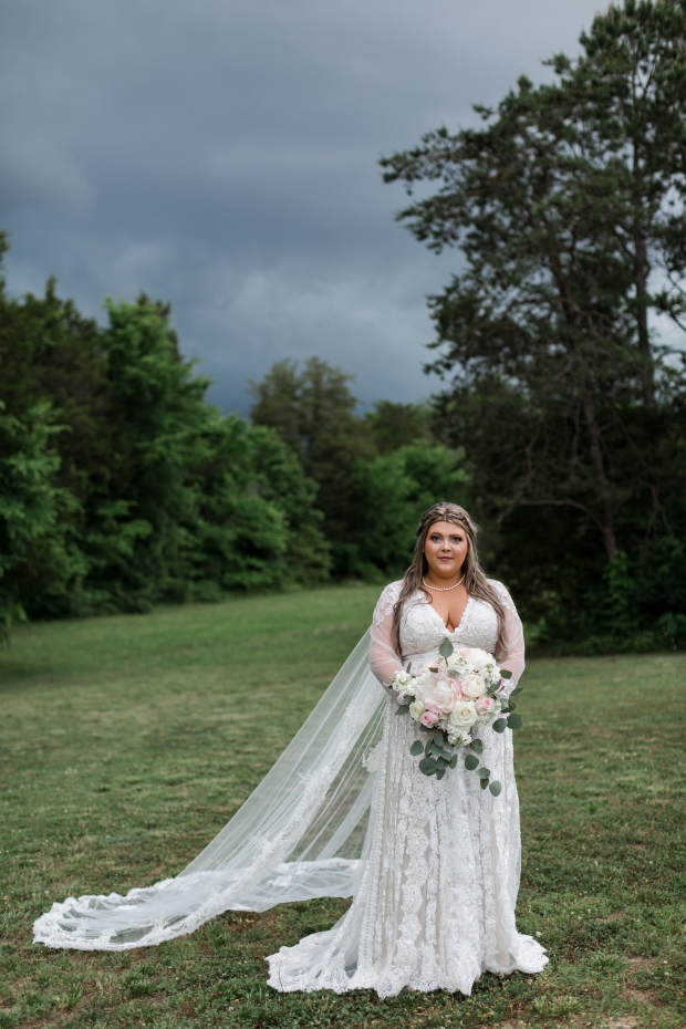 Jayna Watkins Photography // East Tennessee Wedding, Lifestyle, and Portrait Photographer // Knoxville, Tennessee // Happily Ever After at the Barn // May Spring Wedding // Tennessee Barn Wedding // Tennessee Wedding // East Tennessee Bride // Tennessee Bride