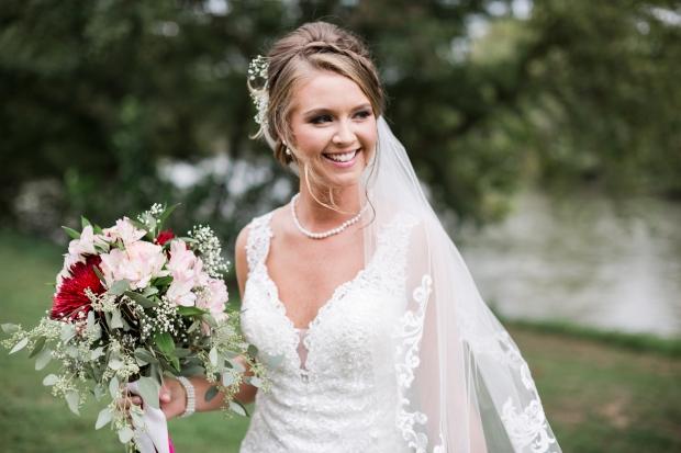 Jayna Watkins Photography / Nolichucky Vineyard Wedding / Tennessee September Wedding / Knoxville, Tennessee / Knoxville Photographer / Tennessee Photographer / TN Photographer / Knoxville Wedding / Knoxville Bride / Southeastern Bride / Southern Bride